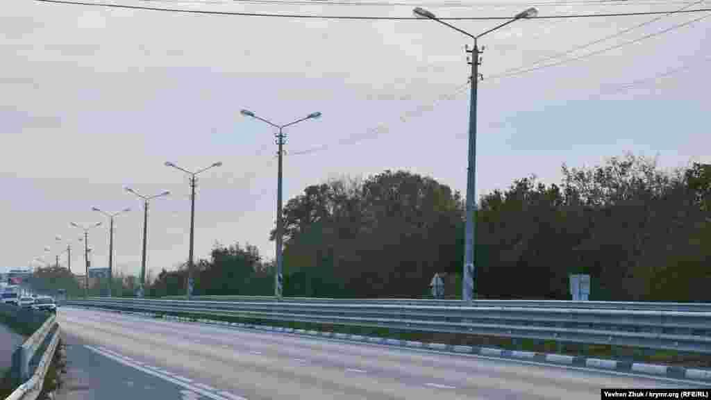 Через Чистенькое проходит трасса Симферополь – Бахчисарай. После постройки «Тавриды» автомобилей на старой дороге немного