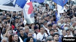 Armenia - Supporters of former President Robert Kocharian and his opposition alliance attend an election campaign rally in Yerevan's Nor Nork district, June 9, 2021.