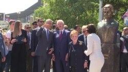 Погруддя Олбрайт відкрили на честь 20-річчя закінчення війни в Косові – відео