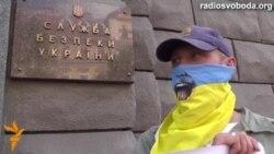 Активісти проти «зрадників у погонах»