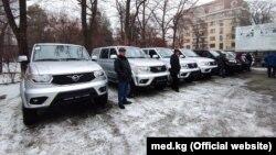 Санитарные автомобили, переданные Кыргызстану для перевозки анализов на COVID-19.