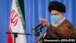 IRAN -- Iranian supreme leader Ayatollah Ali Khamenei speaks during a meeting with Iranian government over economic crisis in Tehran, November 24, 2020
