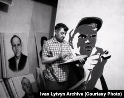 Ivan Lytvyn at work in the Kamyanka art workshop