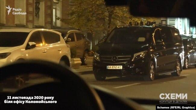 11 листопада, наступного деня після відвідин Павлом Фуксом МВС, «Схеми» зауважили авто супроводу бізнесмена вже біля офісу Ігоря Коломойського