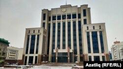 Татарстан президенты хөкүмәт бинасында утыра