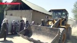 """Сказали: у вас 24 часа"": в Таджикистане сносят дома рядом с аэродромом Айни"