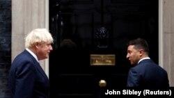 Премьер-министр Великобритании Борис Джонсон и президент Украины Владимир Зеленский. Лондон, 8 октября 2020 года
