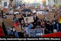Tüntés az abortusztilalom ellen 2020. október 28-án Varsóban