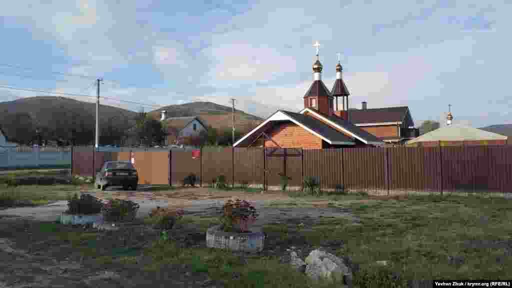 В условном центре села, на пересечении с улицей Мягкого, стоит деревянный храм. Церковь Вознесения Господня была построена в 2015 году
