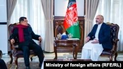 دیدار حنیف اتمر، وزیر خارجه افغانستان (راست) با یوسف کالا، معاون پیشین رئیس جمهور اندونیزیا