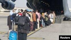 روند خروج نیروهای خارجی و متحدان افغانشان از میدان هوایی کابل