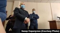 Сергей Беспалов на суде (справа), Иркутск, 12 февраля 2021 года