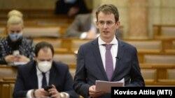 Ágostházy Szabolcs Imre, a Miniszterelnökség európai uniós fejlesztésekért felelős államtitkára egy nyilatkozatot ismertet, 2021. március 22-én
