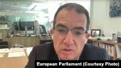 Directorul executiv de la Moderna, Stéphane Bancel, în videoconferință cu euro-deputații din Comisia de Sănătate Publică și cea de Industrie și Cercetare