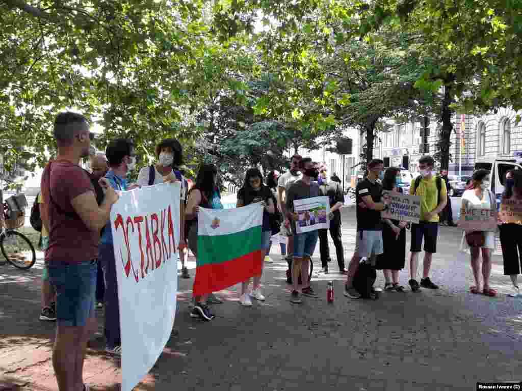 """Протестите на българите в Берлин продължиха и през следващите дни и бяхасъпроводени от информационна кампания """"Защо протестират българите?""""."""