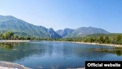 Поради загаденост на водата, езерото е затворено во 1998 година.