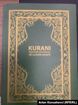 Një Kuran i përkthyer nga Xhemati Mysliman Ahmedia.