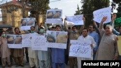 Пакистандык журналисттер кесиптештеринин кармалышына каршы чыгышты. Кветта, 23-июнь 2020-жыл