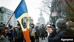 Revoluția Română la Timișoara. Aici, pe 21 decembrie 1989, după ce manifestanții preluaseră total controlul orașului. Armata refuza să mai tragă. În acea noapte a tras însă din plin la București. Numărul oficial al morților în decembrie 1989 este 1066.