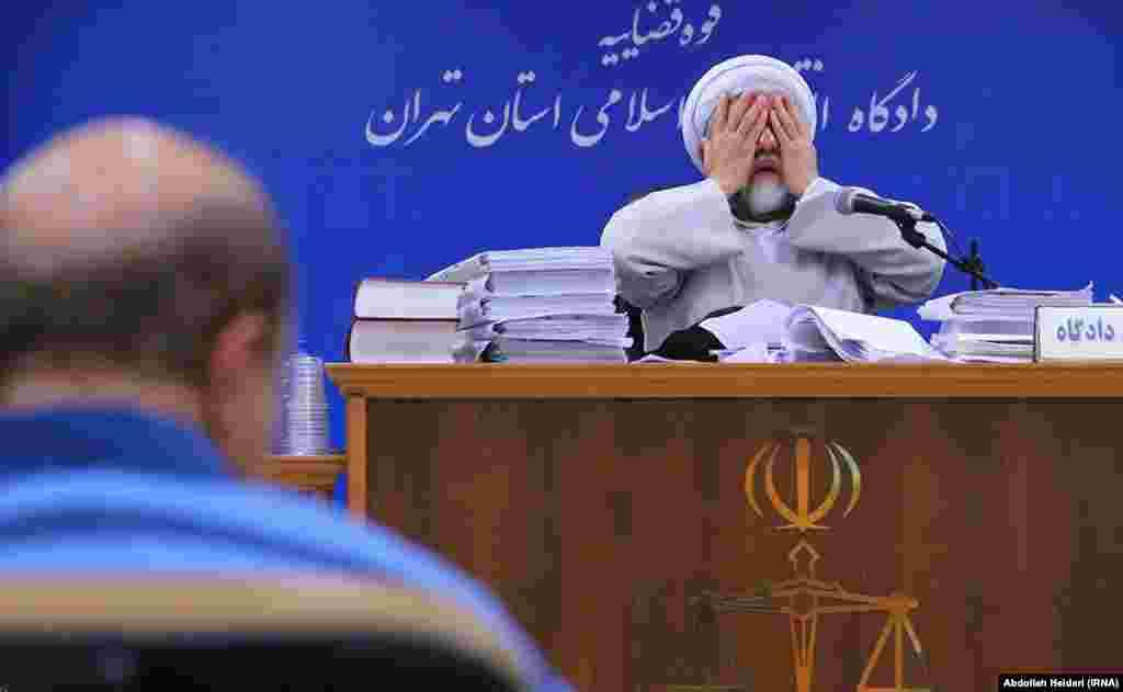 ИРАН - Иранскиот суд осуди американско-ирански бизнисмен кој беше обвинет за шпионажа, објавија денеска американските медиуми. Ова се случува во период кога односите меѓу двете земји се соочуваат со големи тендии.