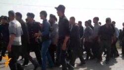 Kənd sakinləri Sabirabad rayon icra hakimiyyətinə yürüş edib
