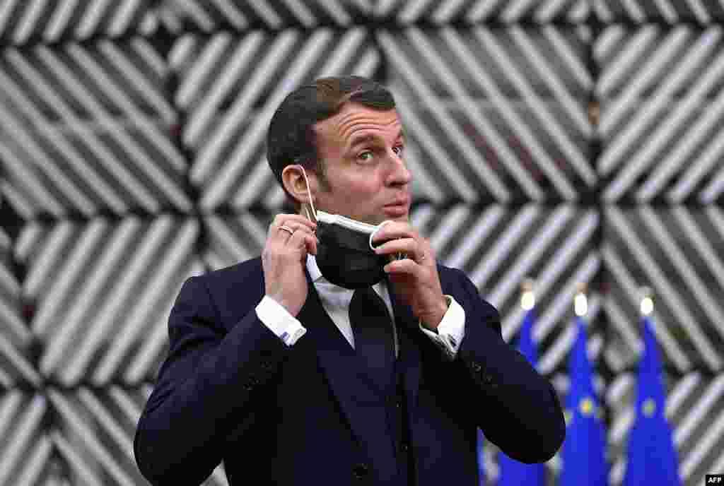 ФРАНЦИЈА - Францускиот претседател Емануел Макрон веќе не покажува симптоми на Ковид-19, соопшти денеска Елисејската палата. Со тоа може да заврши неговиот карантин, откако седум дена беше во самоизолација во претседателската резиденција.