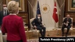 Întâlnirea de la 6 aprilie a fost un eșec diplomati pentru oficialii Uniunii Europene
