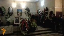 Світ у відео: У Москві пройшла поминальна церемонія за правозахисником, якого вбили у Слов'янську сепаратисти