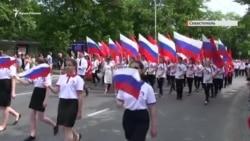Севастополь: діти вийшли на парад із російськими прапорами (відео)