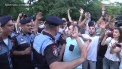 Демонстранти в Єревані знову йдуть на президентський палац