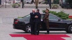 Із почесною вартою та оркестром зустрічав Порошенко Лукашенка (відео)
