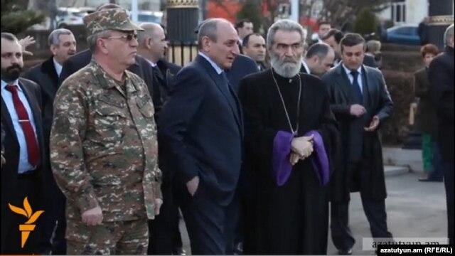 Nagorno-Karbakh - Karabakh's President Bako Sahakian (C) and spiritual leader Archbishop Pargev Martirosian attend a cocert in Stepanakert, 18Mar2014.