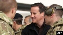 Дейвід Камерон під час зустрічі з британськими військовими в Афганістані
