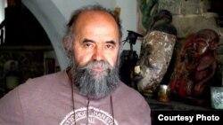 Македонскиот скулптор Ангел Димовски Чауш.