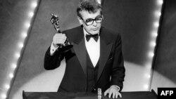 """Милош Форман получает """"Оскар"""" за фильм """"Амадей"""". 1985 год."""