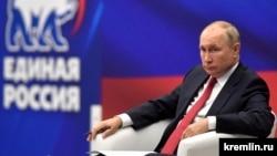 На конгресот на Единствена Русија претседателот Владимир Путин предложи нови трошоци во износ од околу 6,7 милијарди долари, потег што критичарите го отфрлија како обид за зајакнување на владејачката партија, чија популарност се намали во последните години.