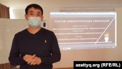 """Ерсін Құдияров """"Сайлау"""" жобасына қатысушыларға арналған тренинг кезінде. Семей, 26 қараша 2020 жыл."""