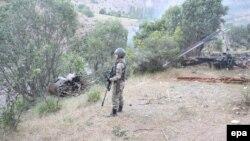 Турски војник на границата со Сирија-архивска снимка