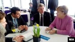 Presidenti i Maqedonisë, Gjorgje Ivanov dhe kancelarja gjermane, Angela Merkel, gjatë konferencës së donatorëve në Londër, 4 shkurt 2016