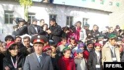 Агаханды Тажикстанда Тоолуу Бадахшан областында тосуп алуу учуру.4-октябрь 2008-жыл.