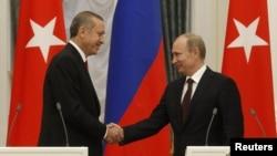 Прем'єр-міністр Туреччини Реджеп Тайїп Ердоган у Москві з президентом Росії Володимиром Путіним, 18 липня 2012 року