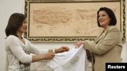 Majlinda Kelmendi (majtas) gjatë një takimi me presidenten Atifete Jahjaga