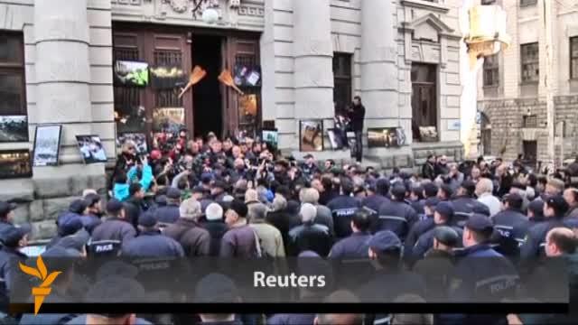 Saakaşvili împiedicat de protestatari să-şi ţină discursul către naţiune
