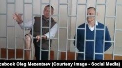 Микола Карпюк (п) і Станіслав Клих під час одного із судових засідань у Грозному, Чечня