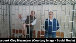Stanislav Klykh (left) and Mykola Karpyuk appear in court while on trial in Grozny in 2015.