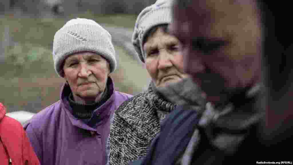 У черзі – самі літні люди. Молодь залишила село