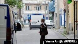 ارشیف، د صربیا بلګراد ښار د سترې محکمې مخ ته یو قاضي.