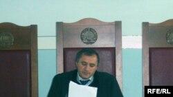 Тоҳир Қодиров, додраси Додгоҳи олӣ, ҳангоми қироати қарори додгоҳ