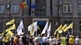 Echipa PAS protestând la CEC