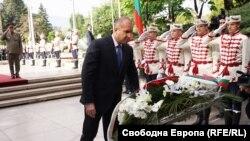 Президентът Румен Радев пред Паметника на Незнайния воин